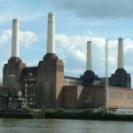 Battersea_Powerstation_-_Across_Thames_-_London_-_020504